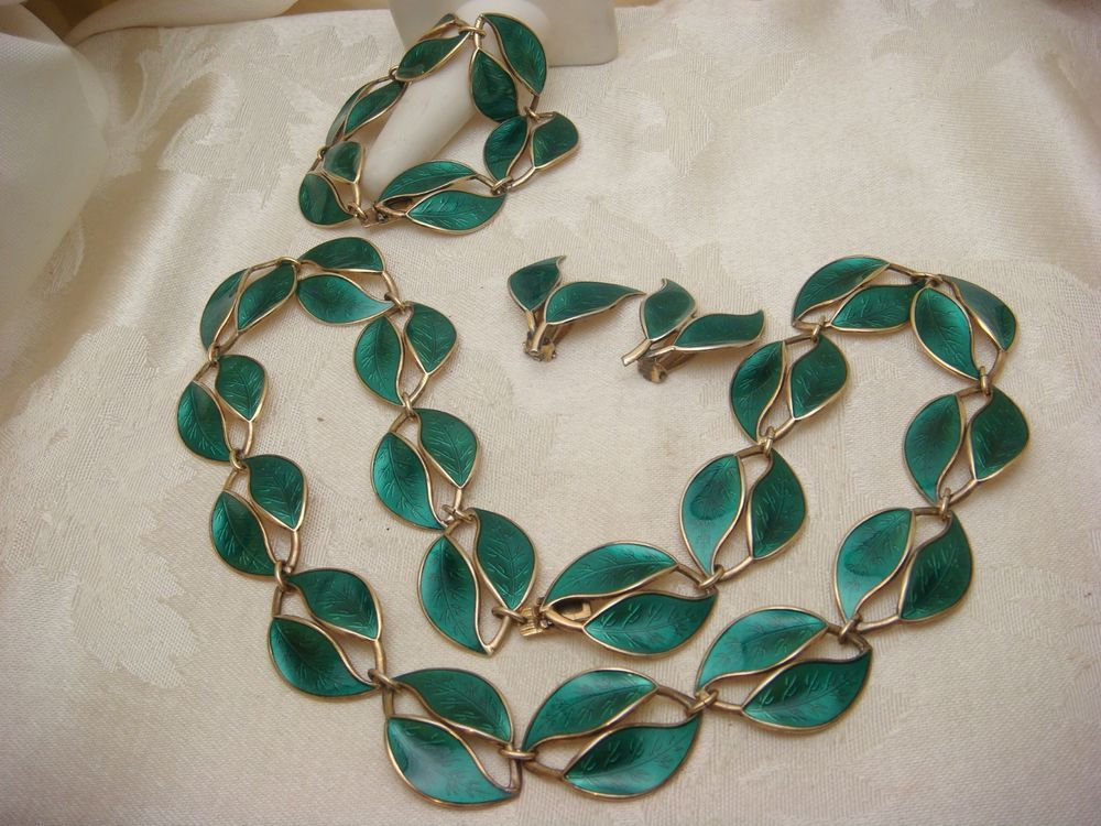 a544e6fb6a6 DAVID ANDERSEN STERLING ENAMEL LEAF NECKLACE 23