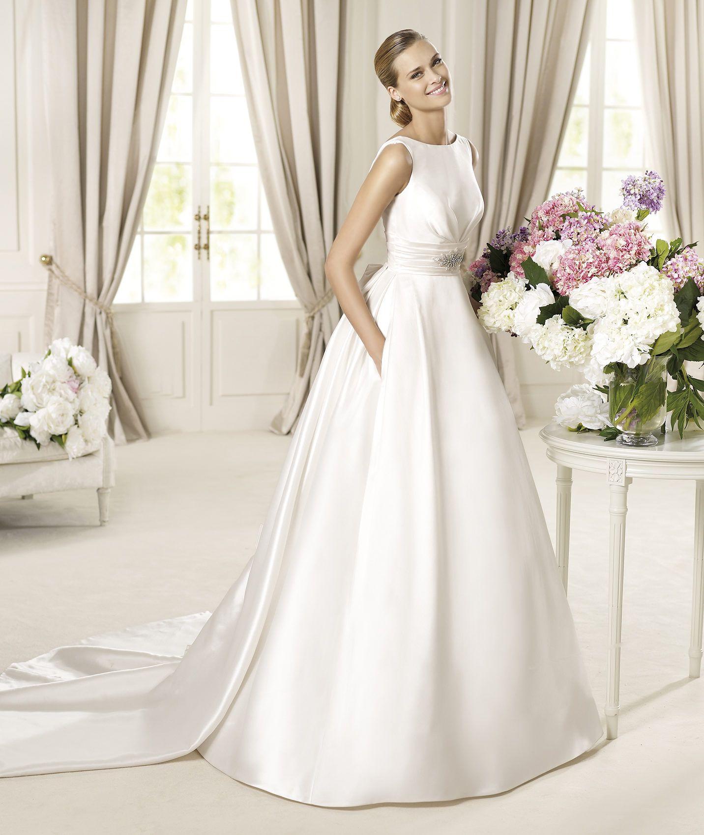 Pronovias präsentiert Ihnen das Modell Dalila Costura 2013