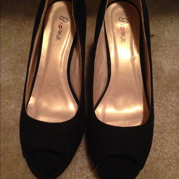Super cute brand new never worn heels Brand new in box!!! Never worn. They were just a tad to big for me. They are a 6.5 but I think they fit like a 7. I also have narrow feet WINDSOR Shoes Heels