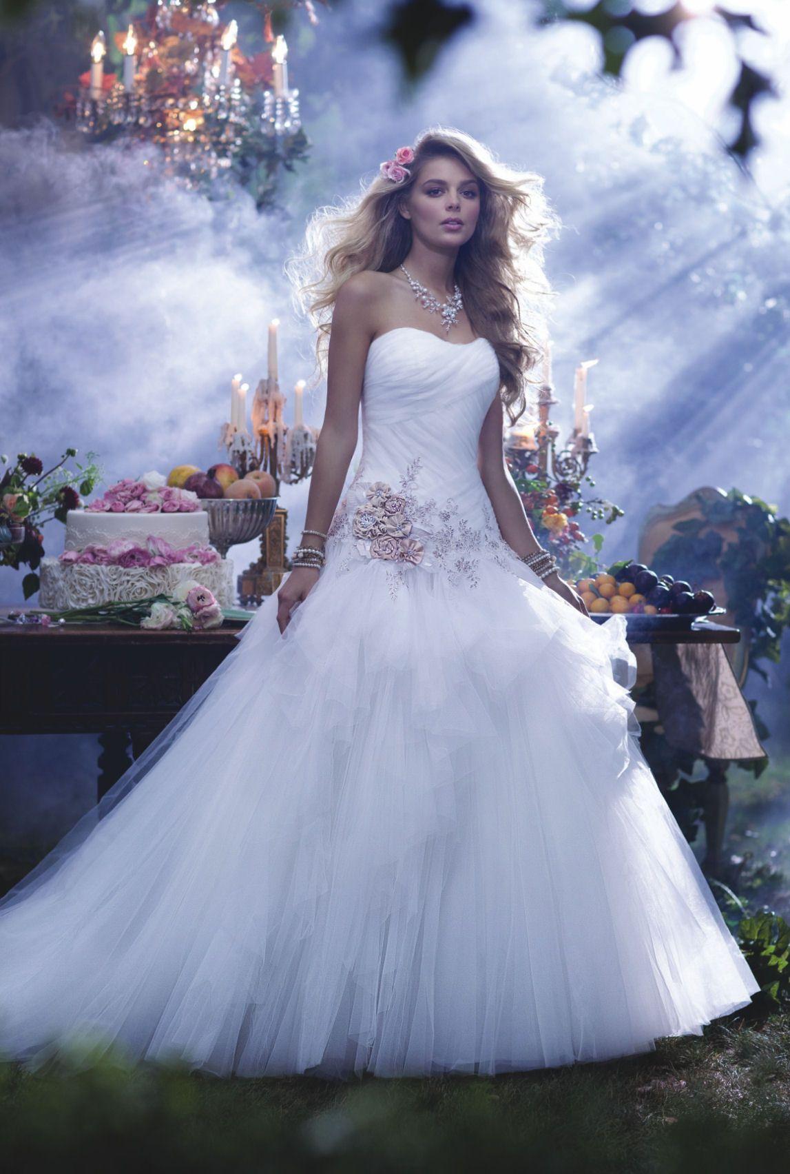OMG, es gibt Brautkleider von DISNEY und wir LIEBEN sie! | Disney ...
