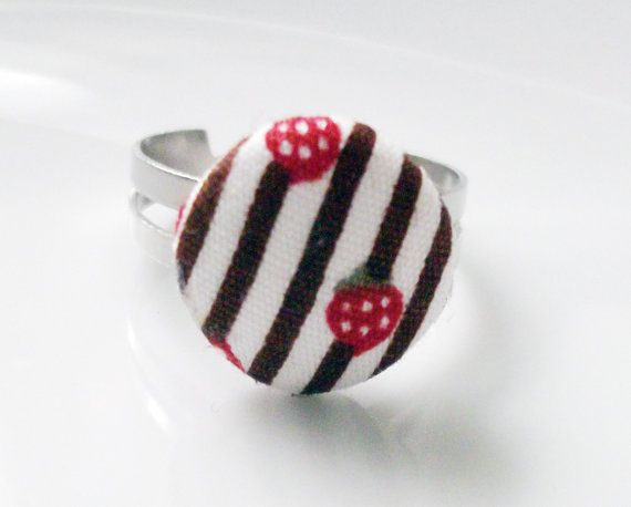 fabric choco strawberry cake ring by mousedesign on Etsy, €2.00