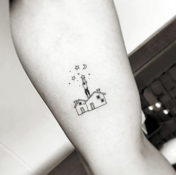d331ceaf0 The fashion of tattoos is increasing rapidly and people are simply going  crazy about it. Cute Tiny tattoos for girls are in air and look cool,  stylish and