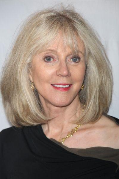 Blythe Danner Is 70 Mom Hairstyles Auburn Blonde Hair Thick Blonde Hair