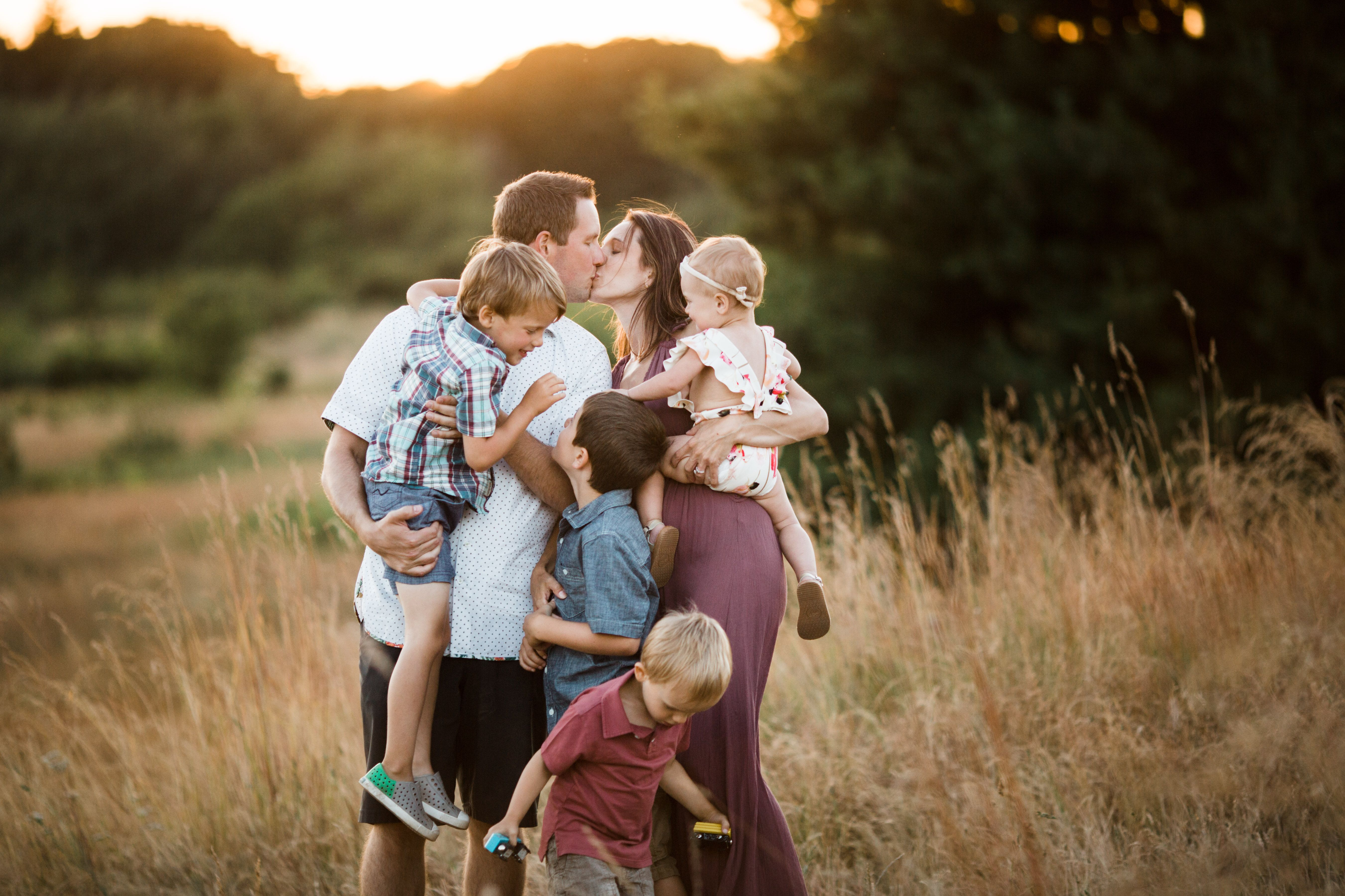 Best family pose for large family family posing made easy course guide