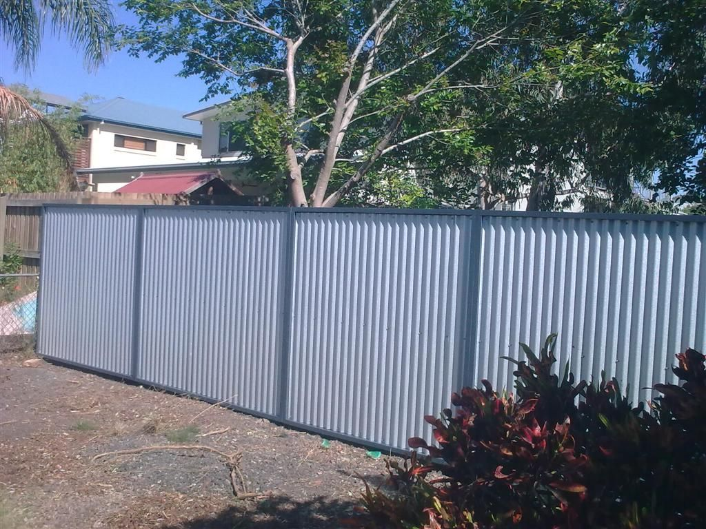 Corrugated metal fence ideas fencing ideas pinterest for Garden fencing ideas metal