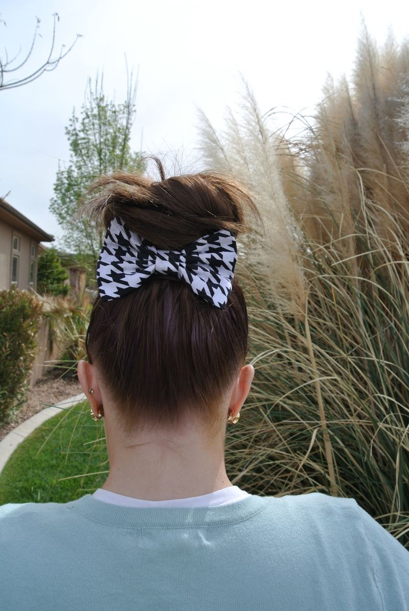 THE BEAUTY SNOOP: ONE BOW - 4 WAYS: CUTE IDEAS FOR WEARING A HAIR BOW