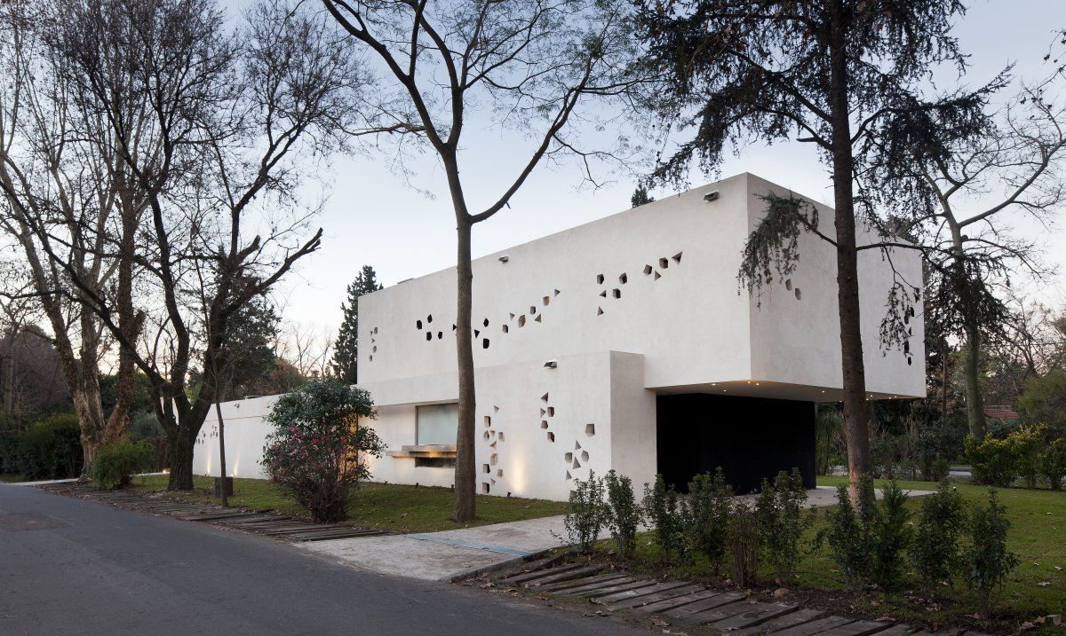BLLTT House in Buenos Aires, Argentina by Enrique Barberis ...