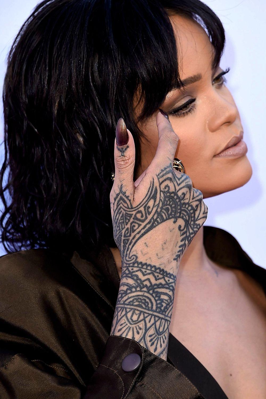23 Inspirational Hand Tattoos For Women
