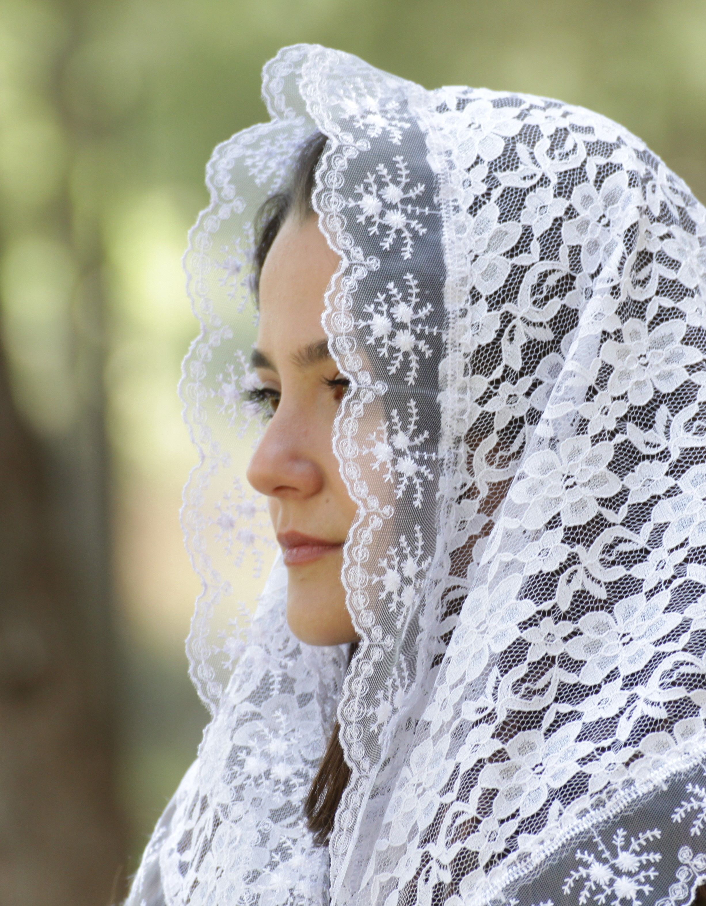 White Latin Mass Veil Lace Triangle Prayer Veil For