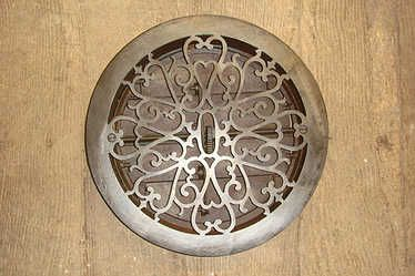 Decorative Victorian Cast Iron Louvre Air Vent Of 1875