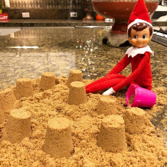 100+ Elf on the Shelf Ideas for Kids With Messages Which Kids Are Gonna Love - Hike n Dip #lutincoquin