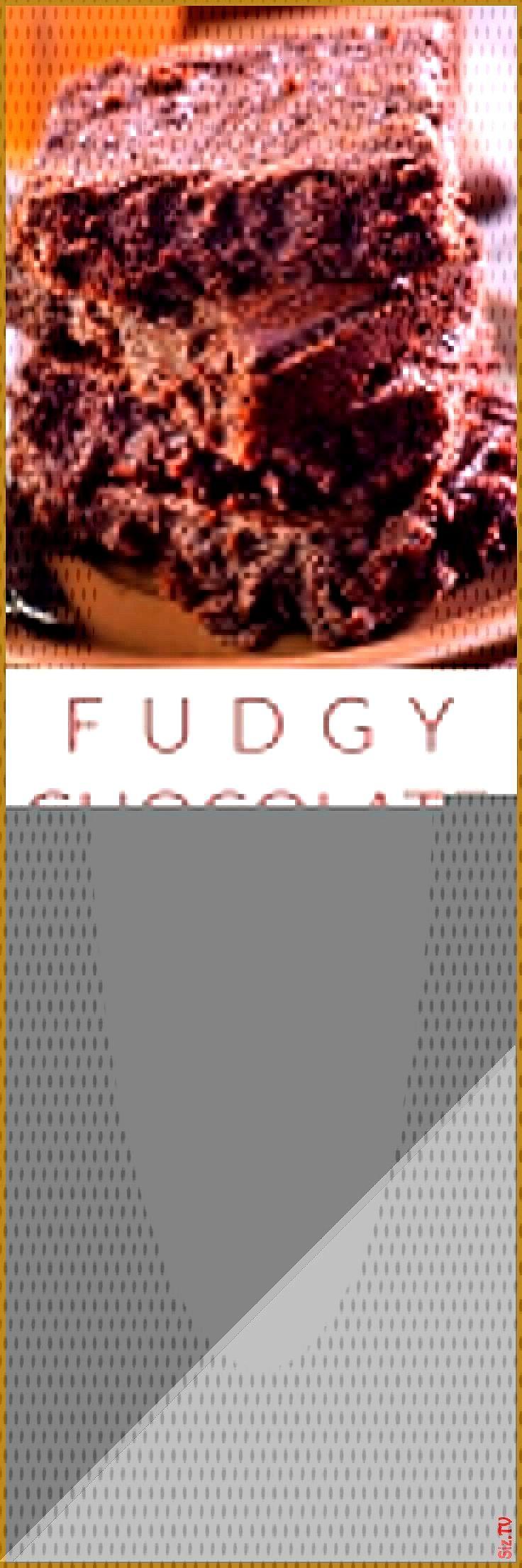 FUDGY CHOCOLATE AVOCADO BROWNIES die mit APPLESAUCE anstelle von Butter hergestellt werden anstell