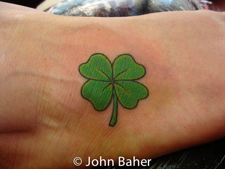 Lucky 4 Leaf Clover Clover Tattoos Shamrock Tattoos Four Leaf Clover Tattoo