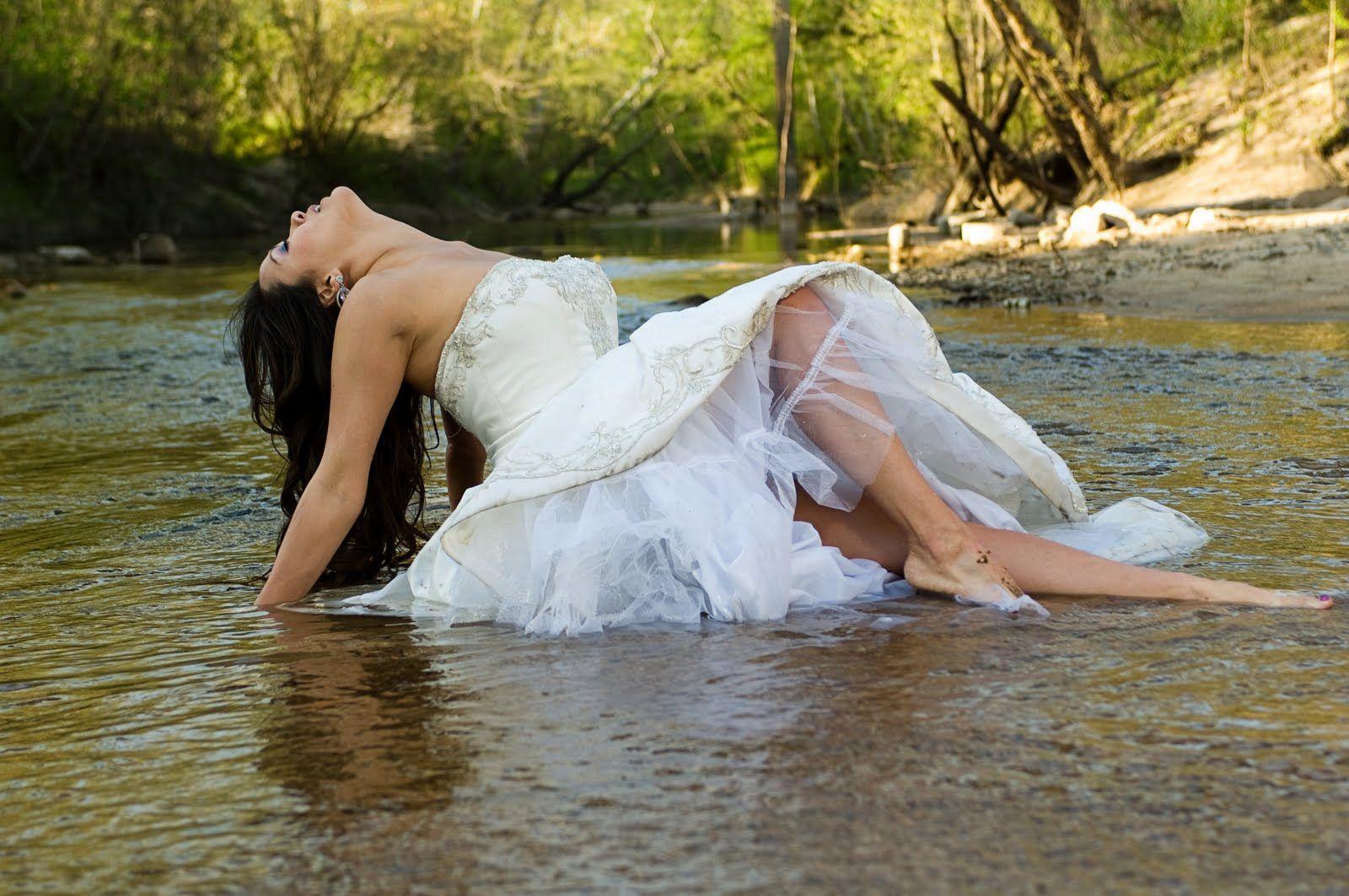 [+] Wedding Trash The Dress