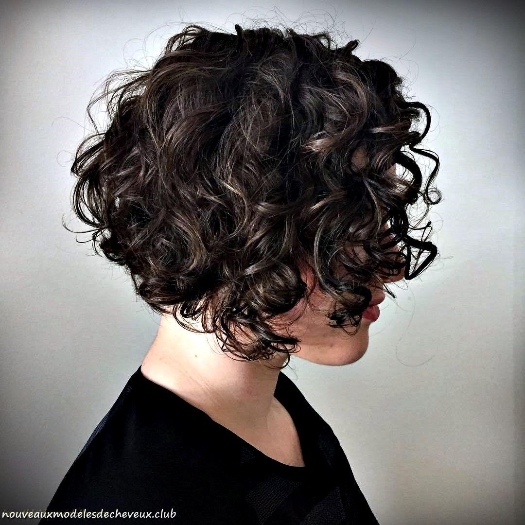 50 coiffures ondulées courtes les plus délicieuses | Coiffures frisées, Cheveux courts bouclés ...