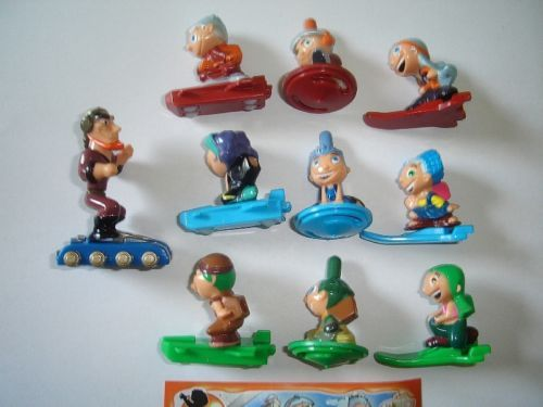THE SIMPSONS SPORTS 2011 KINDER SURPRISE FIGURES SET FIGURINES COLLECTIBLES