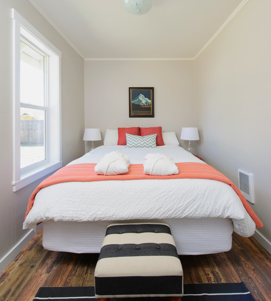 17 Ways To Make A Small Room Feel So, Queen Size Bed Ideas For Small Rooms