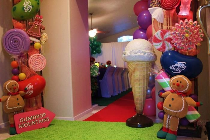 Willy wonka 39 s candyland wonderland themed party with so for Candyland bedroom ideas
