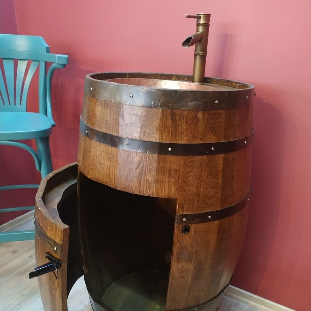 Rustic Wooden Wine Barrel Ready To Sink He S Going To England 2020