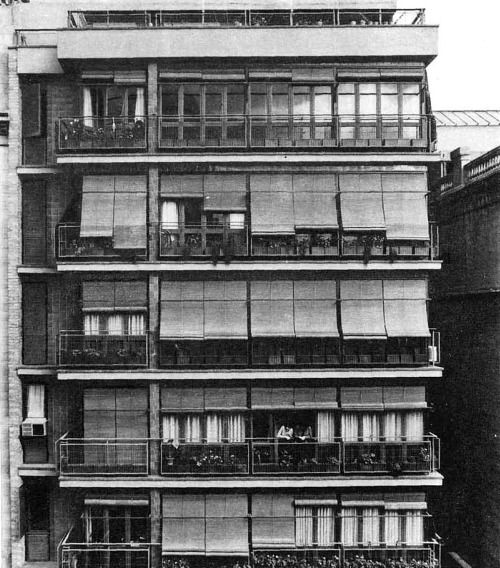 Barcelona Apartment Building: Apartment Building At Carrer Del Rosellón, 152 Barcelona
