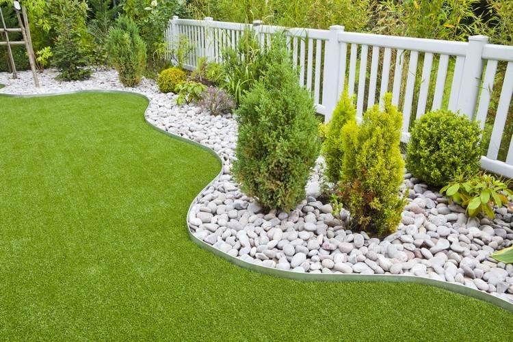 Comment poser la pelouse synth tique guide et photos inspirantes pelouse synth tique pelouse - Comment poser des bordures de jardin ...