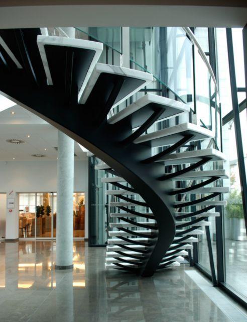 escalier limon central balanc marches en marbre rampe en verre bomb escaliersesca. Black Bedroom Furniture Sets. Home Design Ideas