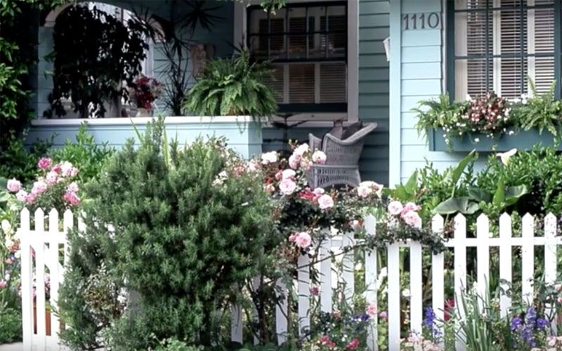 Better Homes and Gardens has always been known as an arbiter of interior and exterior decorations. This video showcases the use of colorful flowers along the perimeters of a house, sidewalk and fencing. For an eye-catching summer yard, nothing beats the bright, contrasting color of flowers. The beauty of a rustic or white picket fence …