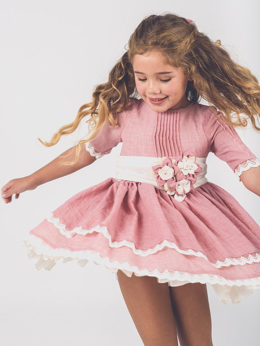 76d89c901 Vestido de ceremonia para niñas. Delicado tejido gasa con adorno florar en  cintura. Doble