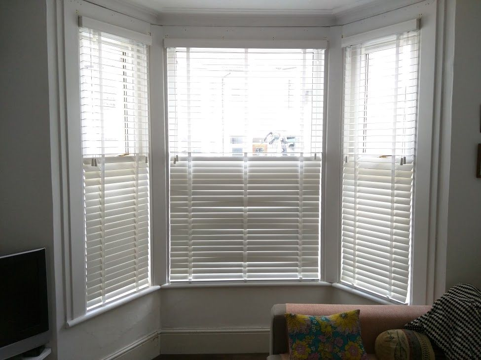 Chalk Wood Venetians In Bay Window   Brighton Part 56