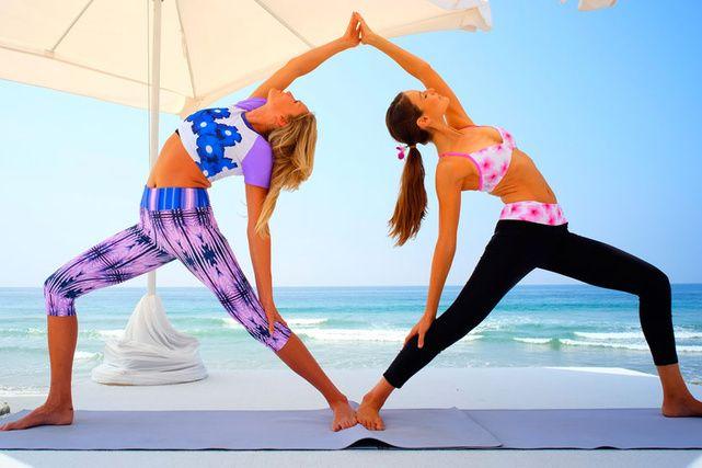 2 posiciones b sicas de yoga que mejoran la circulaci n yoga spirituality yoga yoga. Black Bedroom Furniture Sets. Home Design Ideas