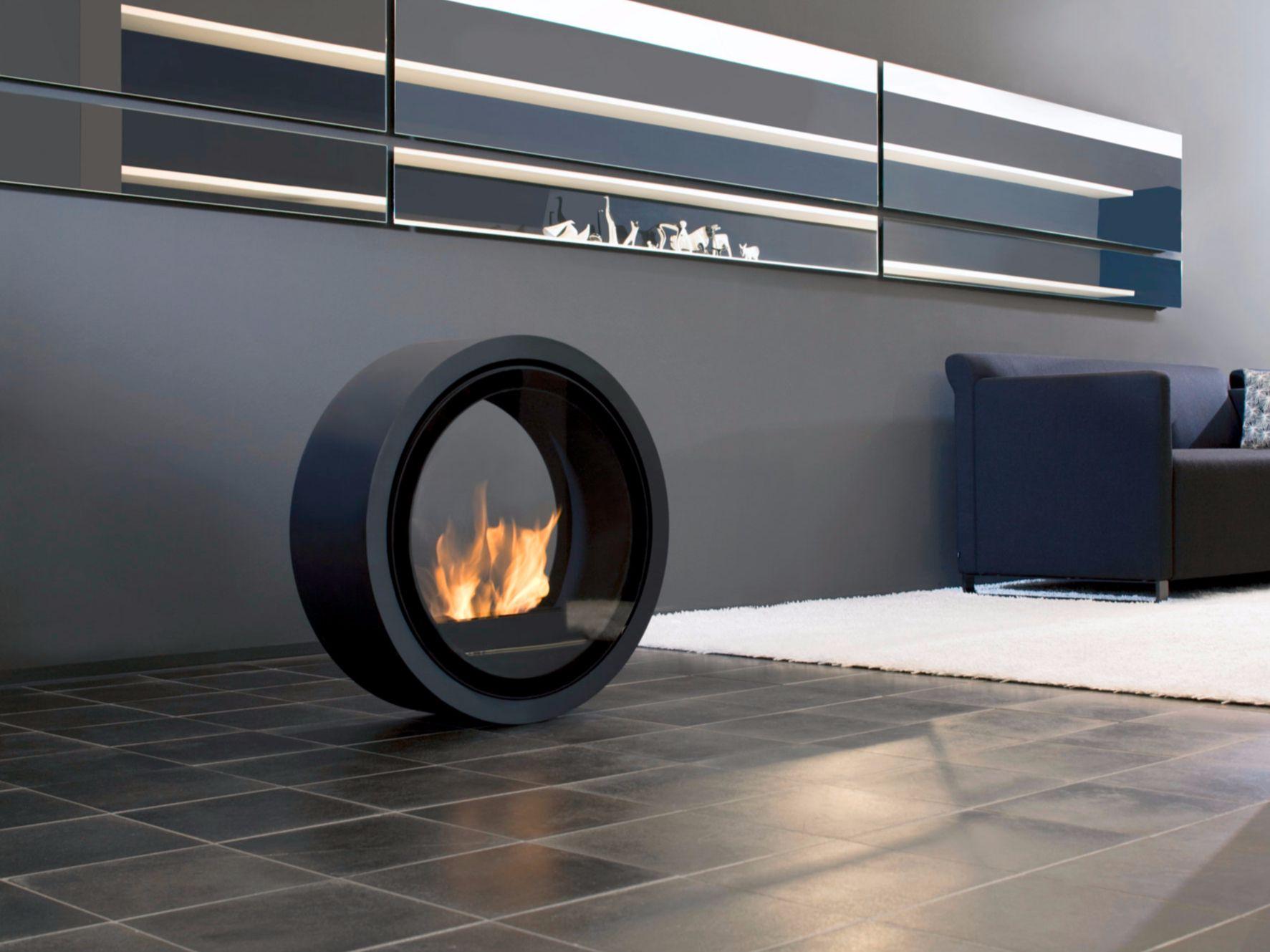 Cheminee Sur Pied Au Bioethanol Avec Vitre Panoramique Roll Fire By Conmoto By Lions At Work Design Sieger Design Decoration Maison Chauffage Terrasse Design