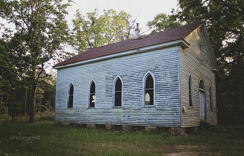 Little Chapel In The Woods Old Abandoned Simply Country Church North Carolina Posts Another Pi Abandoned Churches Chapel In The Woods Old Country Churches