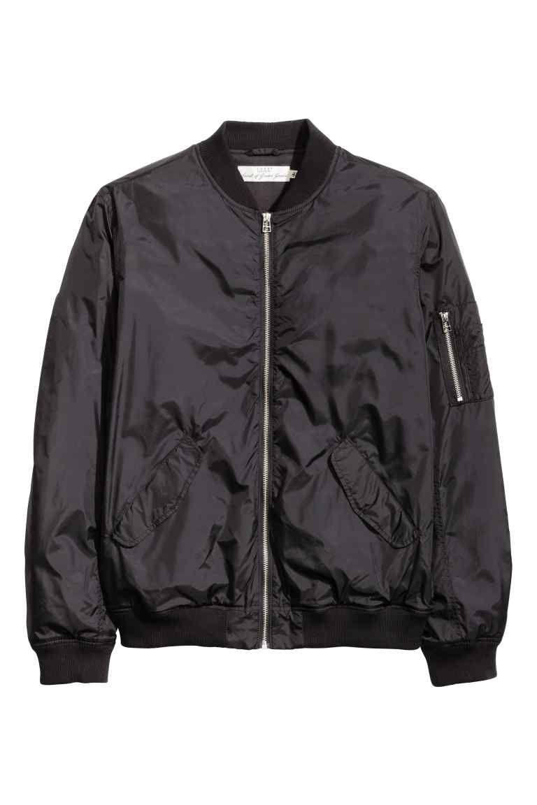 89612c3586a Cazadora bomber 29,99 € H&M (Cazadora bomber en negro, brillante), similar  y mismo precio en Zara