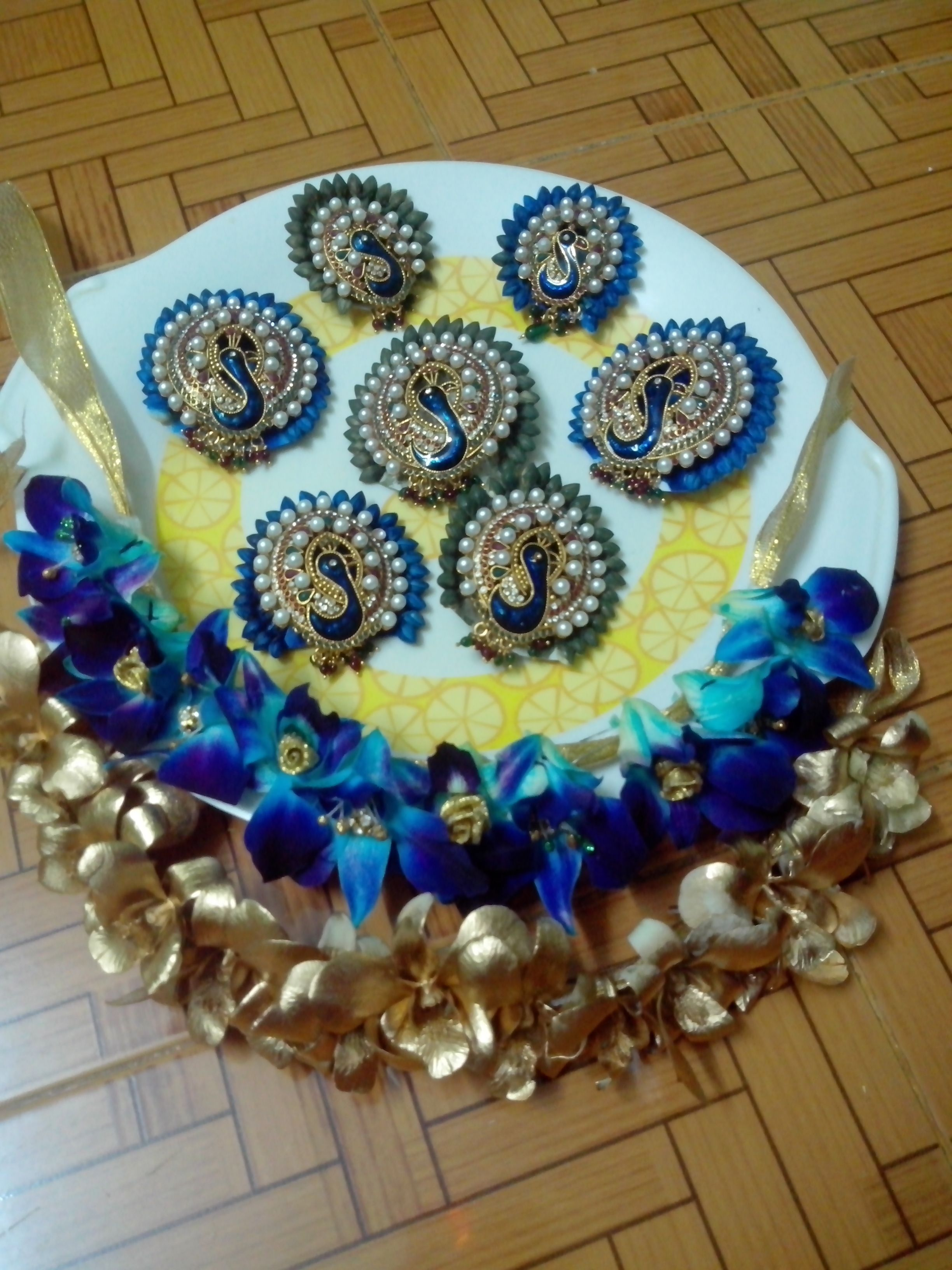 Blue Green Gold Sprey Bridal Party Hair Indian Bridal Hairstyles Fresh Flower Jewelry