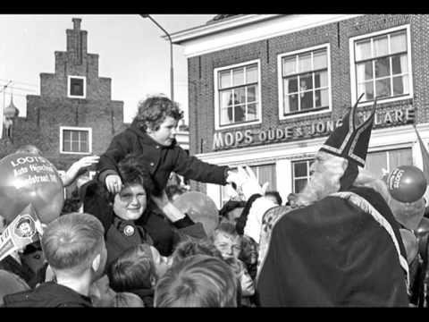 """Kinderkoor """"Jacob Hamel"""" - Muzikale pepernoten ( II ) ( 1968 ) - YouTube met mijn zus"""