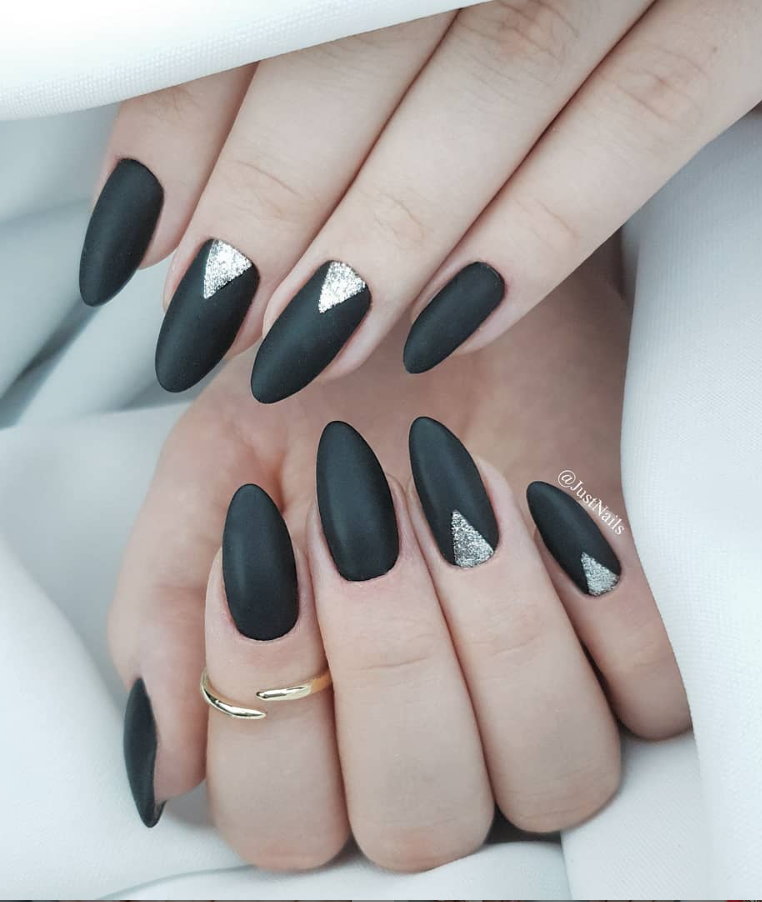 80 Pretty Acrylic Short Almond Nails Design You Can T Resist In Spring Fall Latest Fashion Trends For Woman Short Almond Nails Almond Nails Designs Black Nail Designs