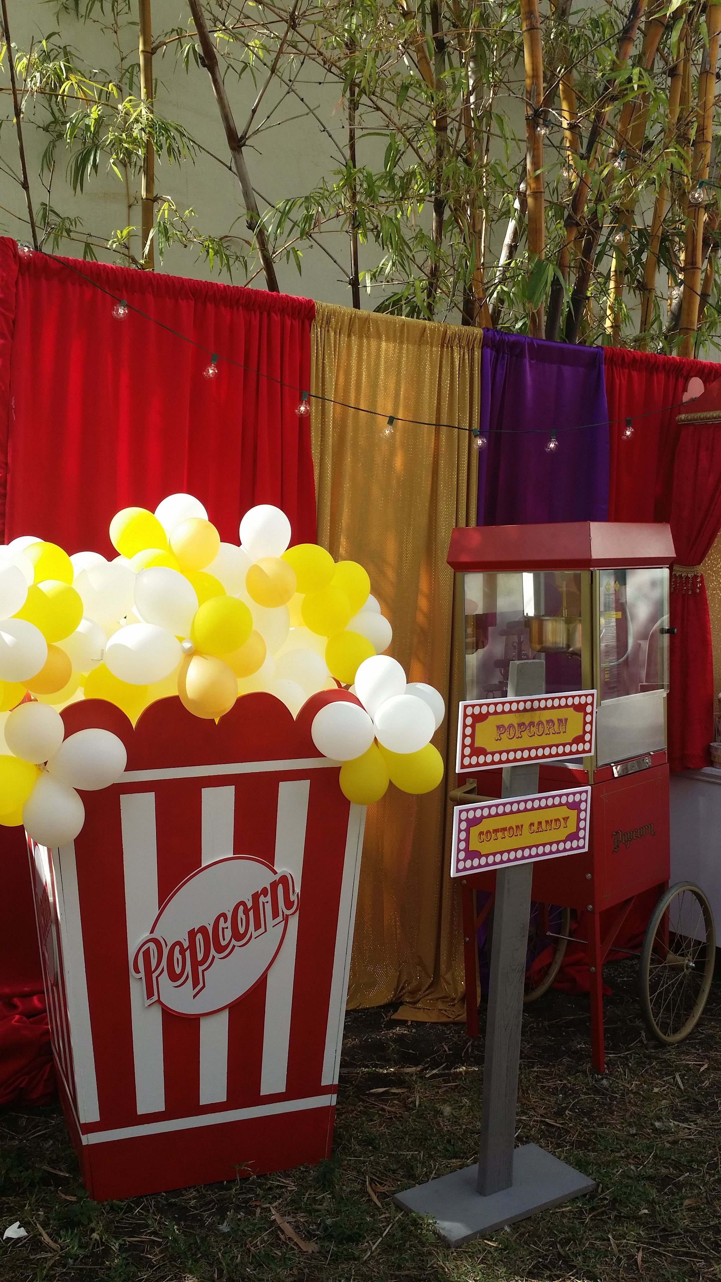 034 popcorn box prop with balloons event planning jackie ohh rh pinterest com