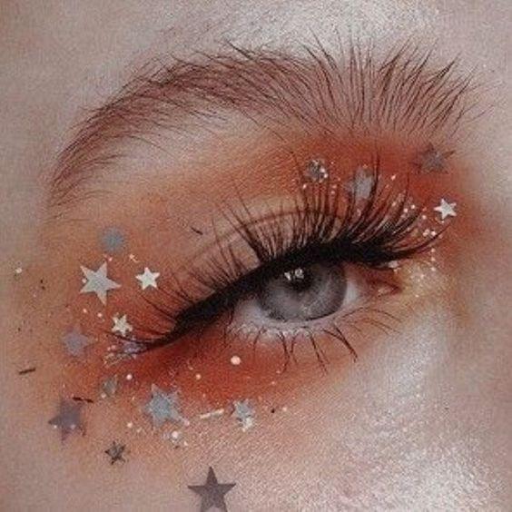 Sternenstaub-Glitzer-Make-up #glitzer #sternenstaub,  #Glitzer #sternenstaub #SternenstaubGli…