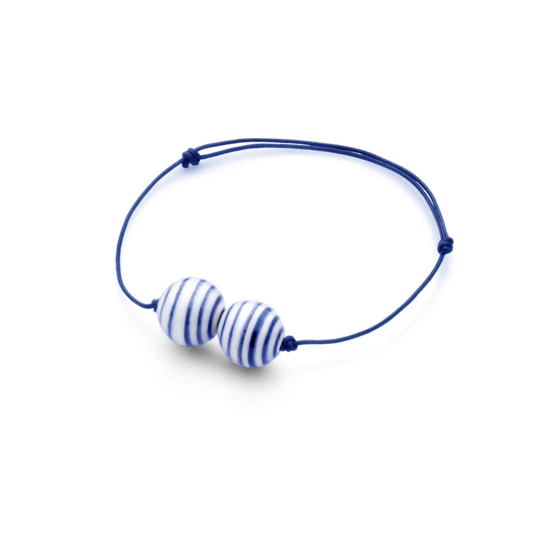 Sødt Anne Black armbånd - Stripes Armbånd i blå og hvid porcelænskugle. Tinga Tango Designbutik #anneblack #porcelain#porcelæn#smykker#jewelry#stripes