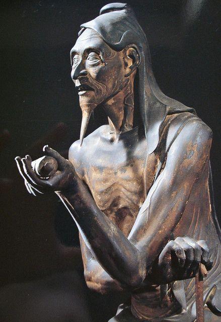 婆藪仙人 The realistic representation of an emaciated old Basusennin is known to be highly representative of Kamakura period sculpture.