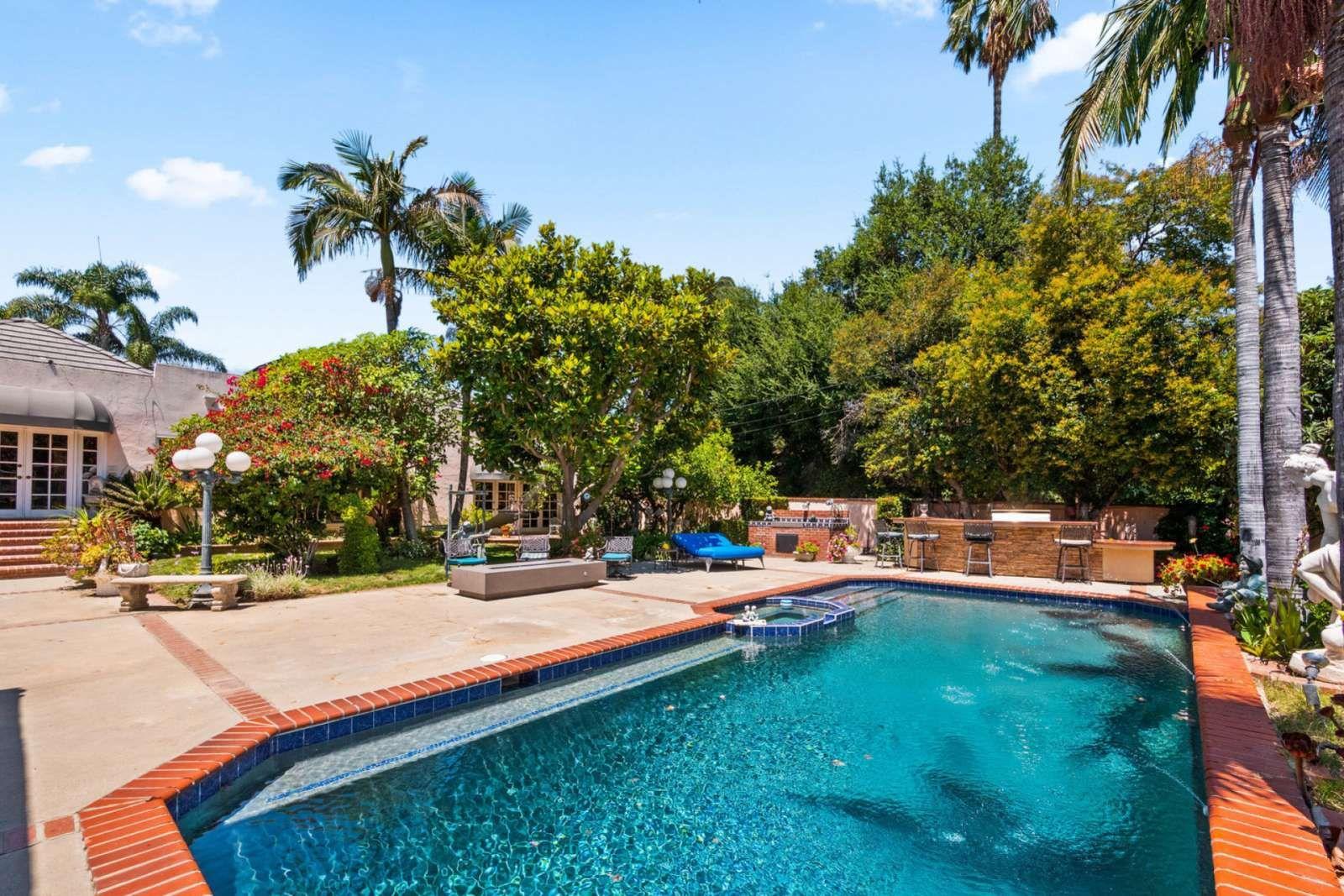 Los Angeles Vacation Rental Mediterranean Resort Villa Pool Tennis Court Jacuzzi Sauna Steam Perfect For L Los Angeles Vacation Vacation Vacation Rental
