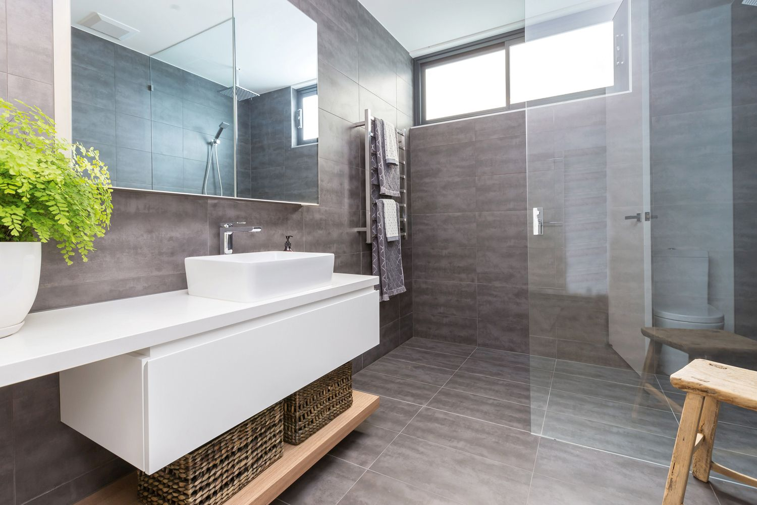 Divine Renovation Open Shower #Small #Space #Shower #Neutral