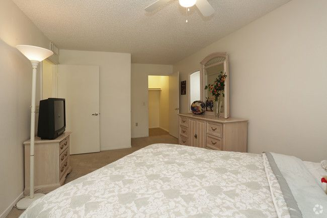 See All Available Apartments For Rent At Le Mirage Apartments In Tucson Az Le Mirage Apartments Has Rental Units Ranging F Apartment Apartments For Rent Home