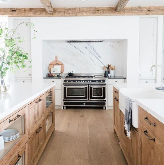 Weiß und Holz zweifarbige Küche / Marmor / Holzbalken #contemporarykitcheninterior