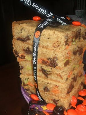 {Kaitlin in the Kitchen}: M Chocolate Chip Bars