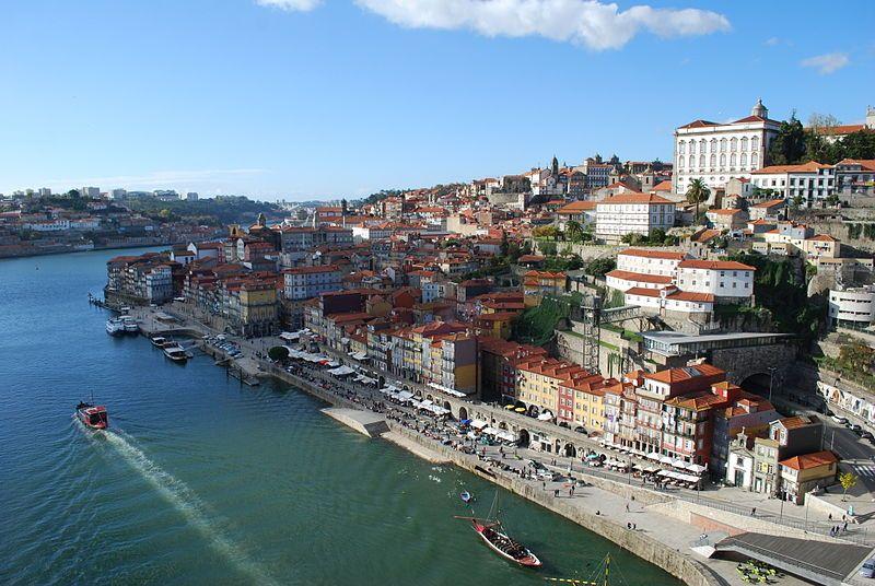 Linda imagem também registrada na Ribeira mais famosa do norte de Portugal, localizada na Cidade do Porto.