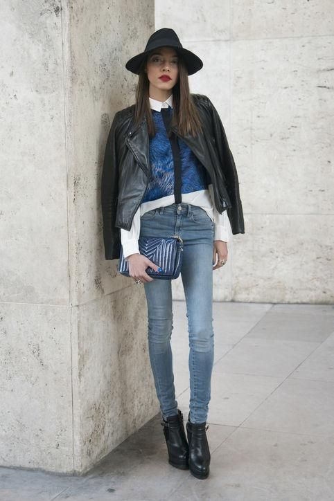 13b5674467 Outfit ideas for how to wear your skinny jeans right now - click for street  style inspiration
