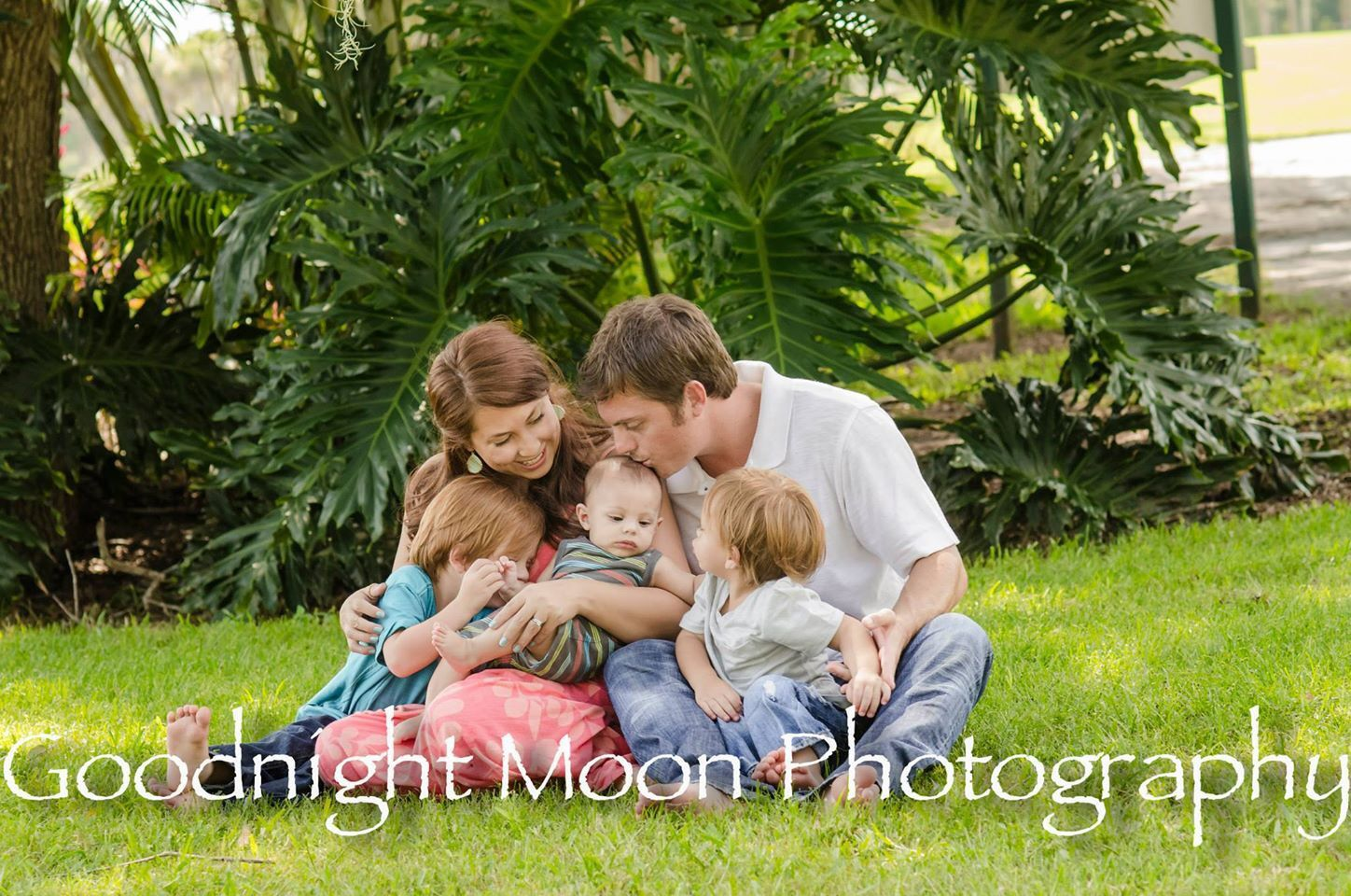 Beautiful, natural, family of five photo shoot! Love the interaction ...