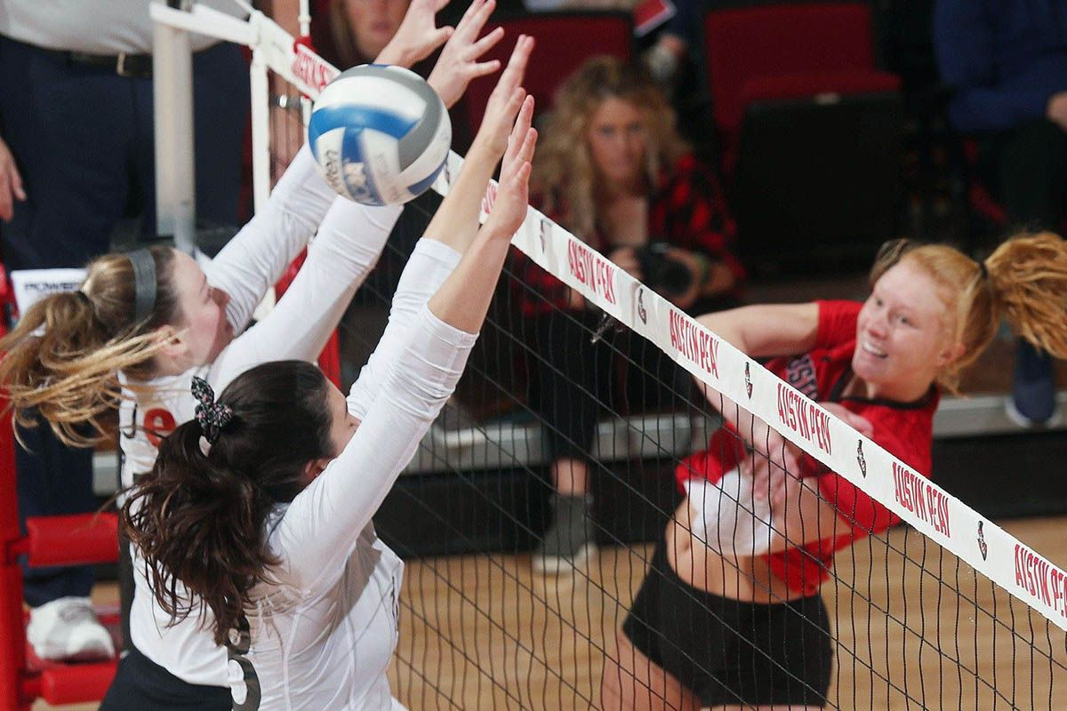 Apsu Volleyball Roars From Behind Only To Fall In Fifth Set To Southeast Missouri Clarksville Tn Online Austin Peay State University Volleyball Missouri