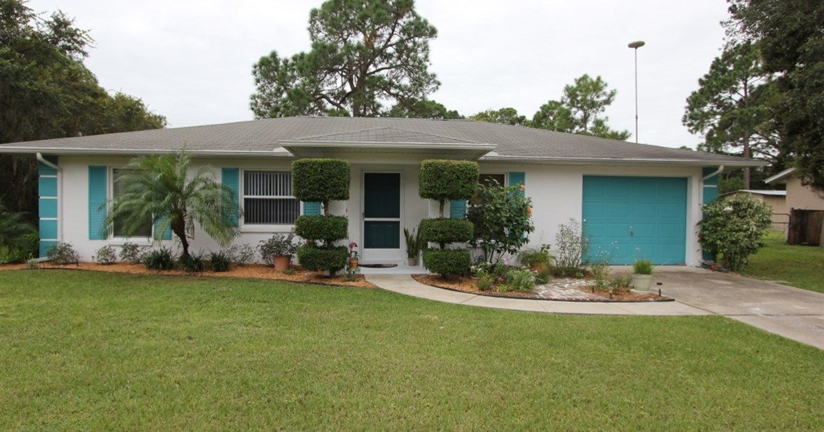 For Sale 3929 Dauphine St Sebring Offered At 115 000 This Charming 3 Bedroom 2 Bath Home With Large Backyard I Large Backyard Country Estate Curb Appeal